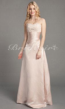 Hochzeitskleider mit farbiger stickerei