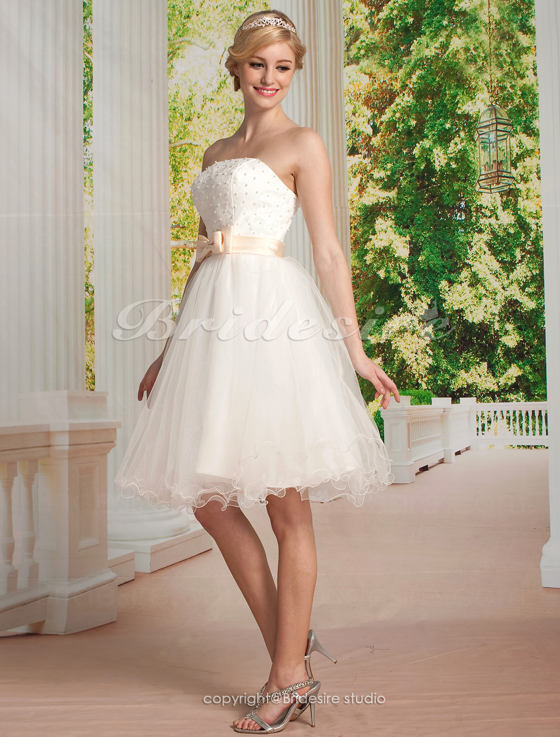A-line Tulle And Lace Strapless Wedding Dress
