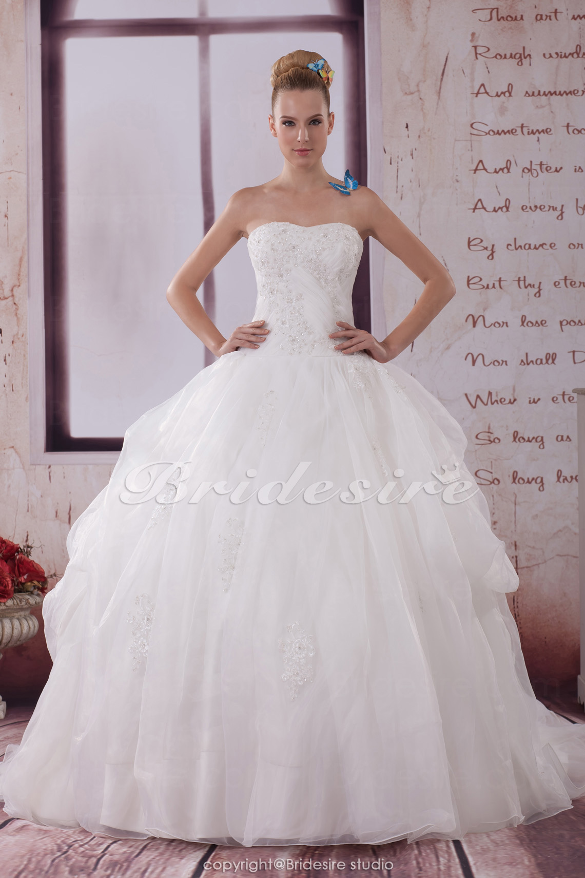 Ball Gown Strapless Sweep Train Sleeveless Organza Wedding Dress