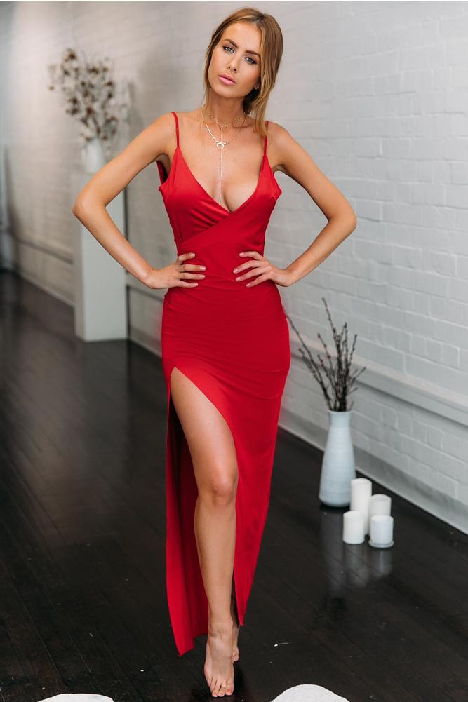 Rotes kleid aus ein ganzes halbes jahr